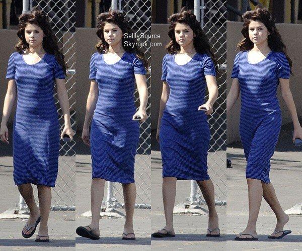 .04.08.2012 : Sel' été sur le tournage de « Feed The Dogs ». à LA.  .