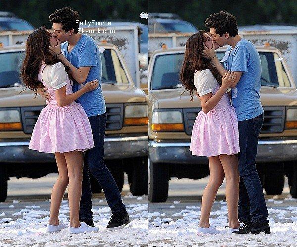 .10.08.2012 : Sel' été toujours sur le tournage de son film,en compagnie d'Ashley Cook..