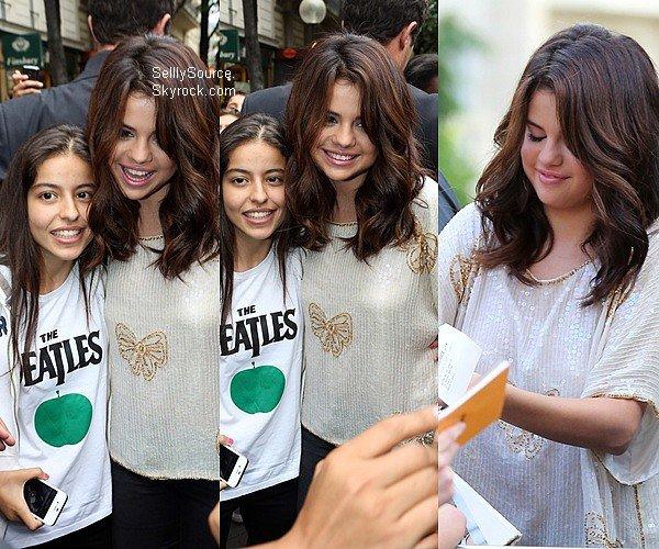 .03.09.2012 : Selena magnifique,quittait la station de radio NRJ, à Paris..