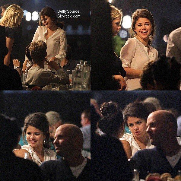 .04.09.2011 : Selena es le cast de Spring Breakers sont arrivés en Italie..