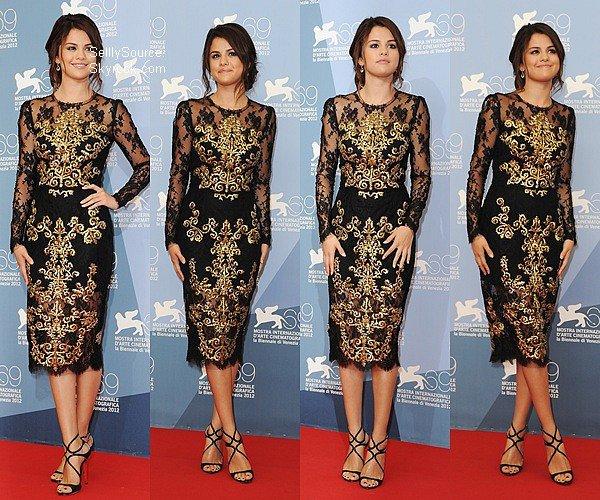 .04.09.2012 : Selena et le cast de  Spring Breakers » ont réalisé un photocall, au festival de Venise,Italie  .