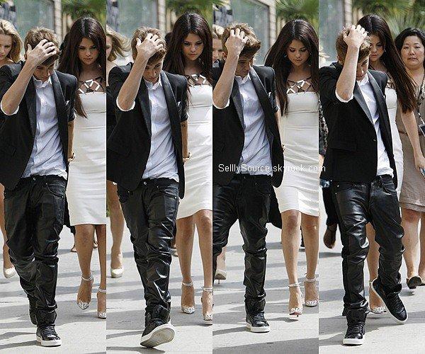 .22.09.2012: Selena et Justin Bieber quittait leur hôtel pour se rendre à l'avant-première de «Hôtel Transylvanie». .