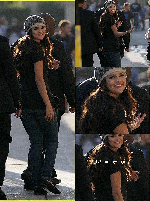 .27.09.2012 : Selena s'es rendu dans les studio de Jimmy Kimmel Live.Desolé pour cet qualité d'image...