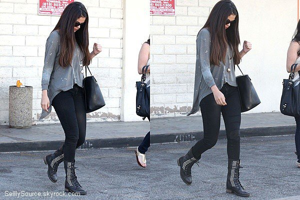 .03.10.2012 : Selena en compagnie d'Ashley Cook quittant Dan Sushi dans Studio City,California. .