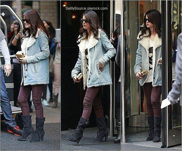.12.11.2012 : Selena quittait son hôtel à New York,pour se rendre à l'aéroport,pour allée à Dallas,au Texas..