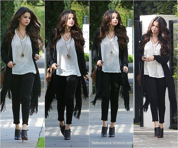 .13.12.2012: Selena à été vu entrain de se rendre au Nine One Zero, Hollywood..
