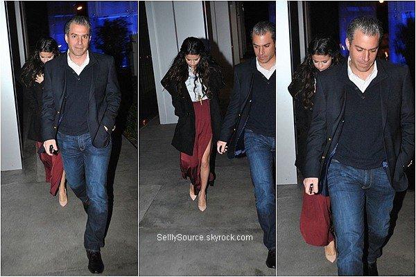 .08.01.2013 : Selena c'es rendu dans des départements de la Creative Artists Agency..