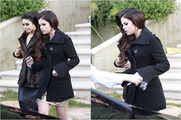 .13.11.2013: Selena à été vu entrain de quitté une pharmacie à Encino, en Californie..
