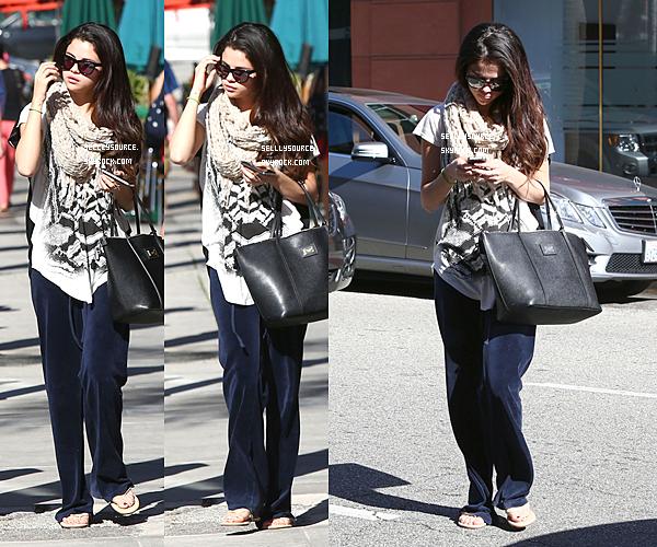 .22.01.2012 : Selena est partie voir un médécin,en Californie..