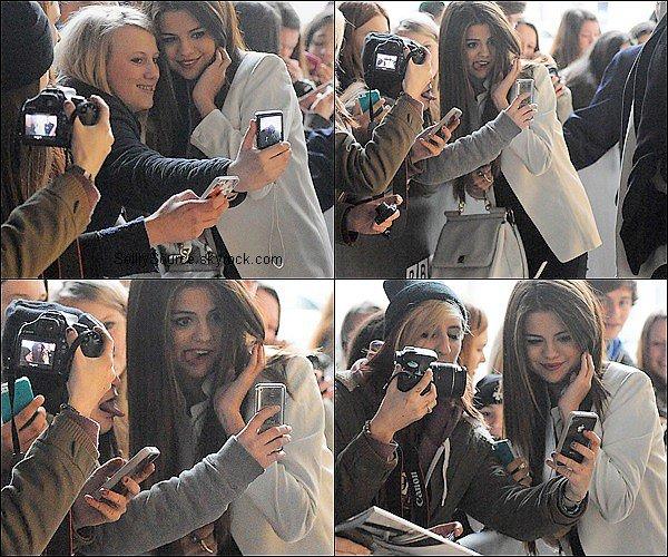 . 22 Mai 2013 : Selena Gomez à été vu entrant d'arrivant à BBC Radio 1,en Angleterre..