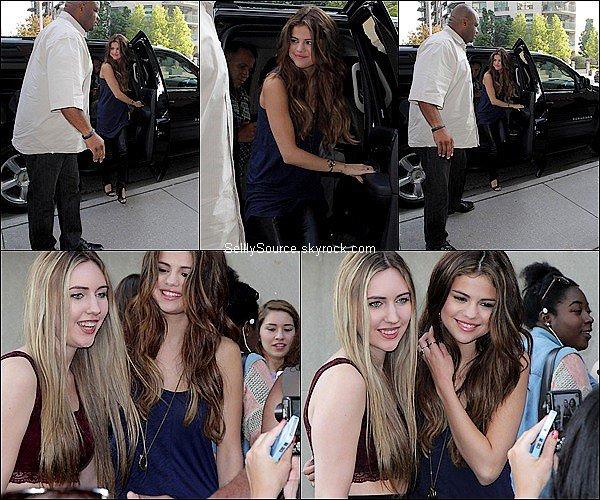. 30 Mai : Selena à été vu en train d'arrivé à la radio 92.5 à Toronto,Canada..