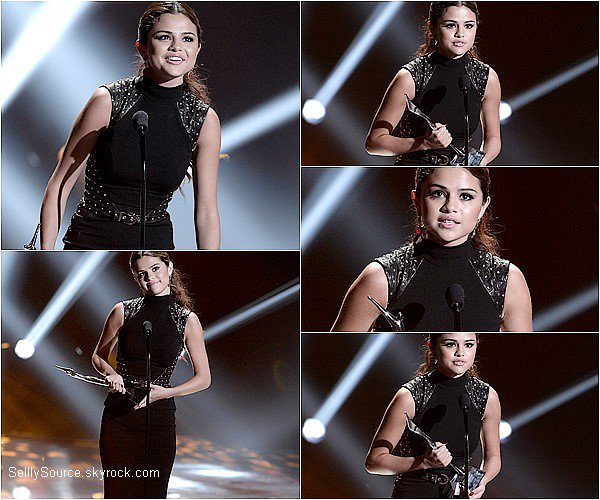 .  1/08/2013 : Selena G., était au YOUNG HOLLYWOOD AWARDS,ou elle y remporta un prix. .