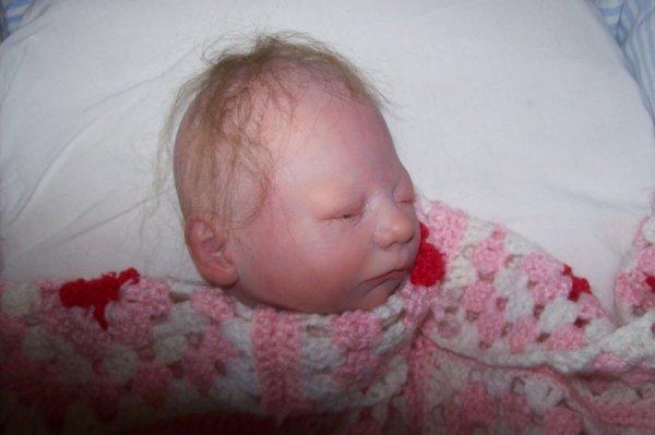 Bébé Gabriel en cours dans la nurserie