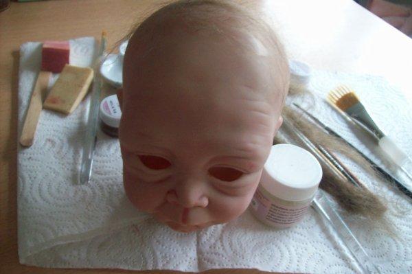 Bébé en cours dans la nurserie