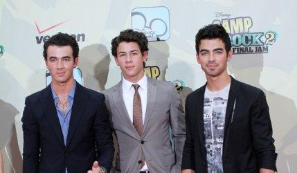 Les Jonas Brothers menacent les Kardashian !