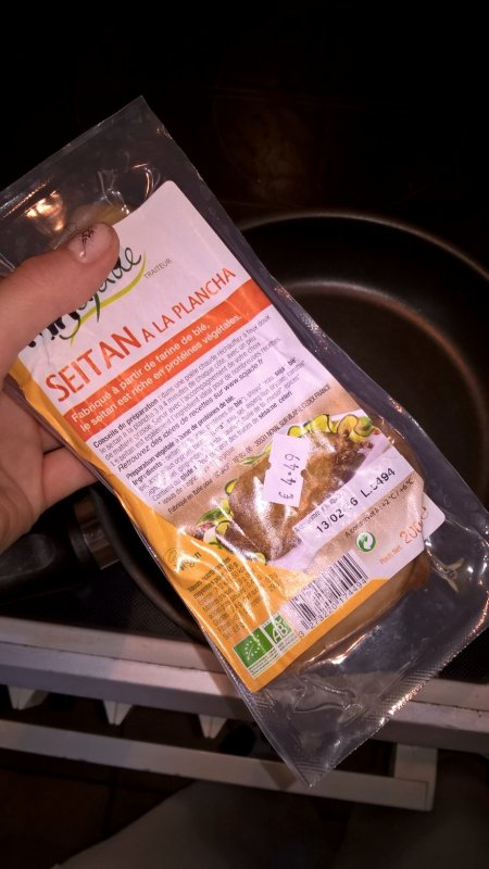 J'ai testé ! : le seitan et les yahourt bio au lait de soja saveur framboise vanille :3