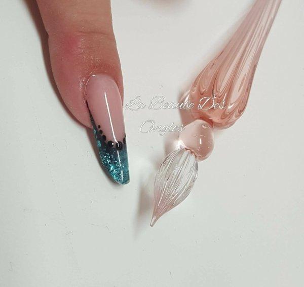 Forme extrême fait avec une plume de verre
