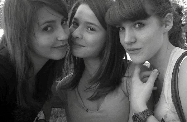 """""""L'amitié double les joies et réduit de moitié les peines.♥"""""""