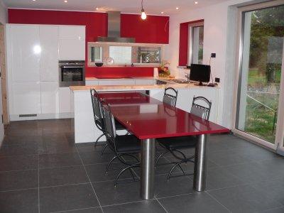 Cuisine salle magner qu 39 est ce qu 39 on est bien dedans for Plan de travail pour faire une table de cuisine