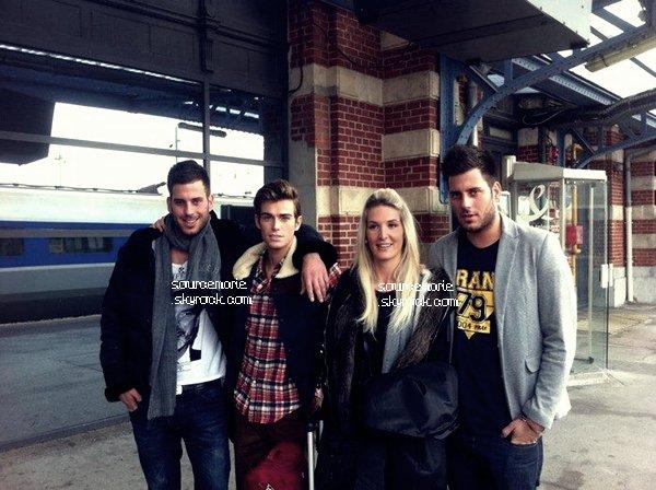 Voici une photo de Marie, Geoffrey, Zelko & Zarko à l'aéroport en Belgique.