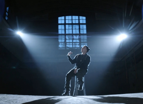 """Le clip """"Guts over Fear"""" de Eminem & Sia vient de sortir mais je mettrai la vidéo demain !!"""
