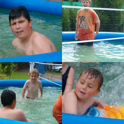 nos cousins dans la piscine