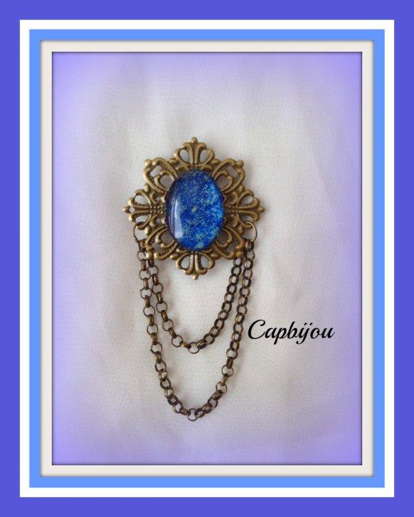 Broche bronze et cabochon reflets bleutés et pailletés