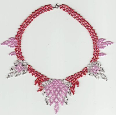collier flamme rose