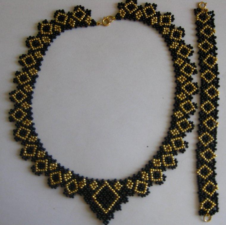 collier noir et doré