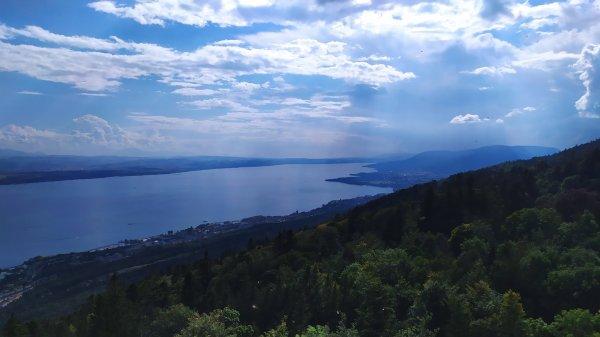 Neuchâtel et Saint Blaise : vues depuis les hauteurs