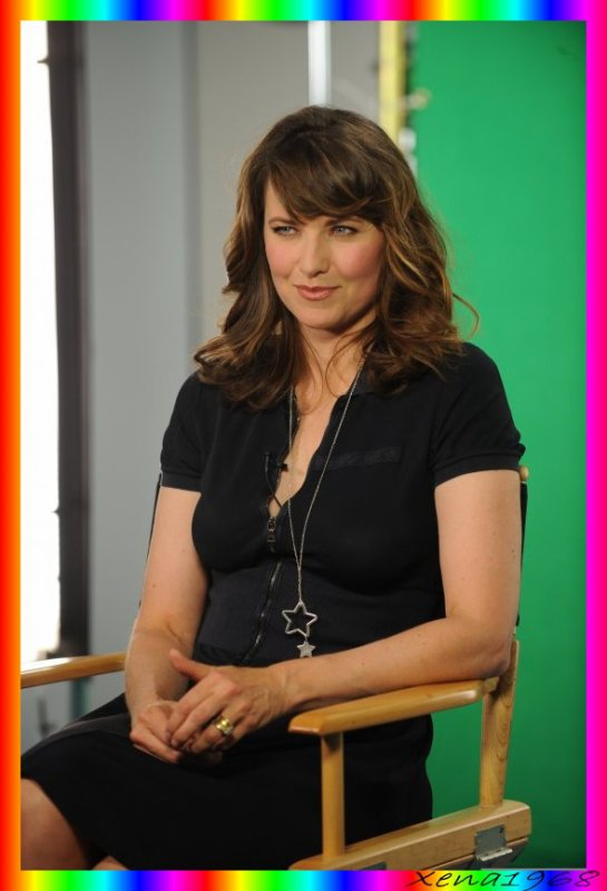 LUCY  LAWLESS  STOPS  BY  THE  AOL  STUDIO  IN  BEVERLY  HILLS  LE  13  JANVIER  2011