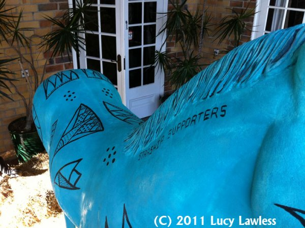 LUCY LAWLESS  POUR  PAINT  HORSE  CHARITY