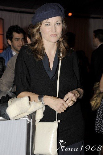 LUCY  LAWLESS  AU  VERNISSAGE  DE  JAMES  FRANCO  ET  GUS  VAN  SANT  CH°  GAGOSIAN  BEVERLY  HILLS