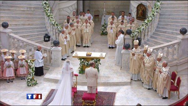 LONGUE VIE AUX JEUNES MARIES, PRINCE ALBERT 2 DE MONACO  ET  A  CHARLENE W