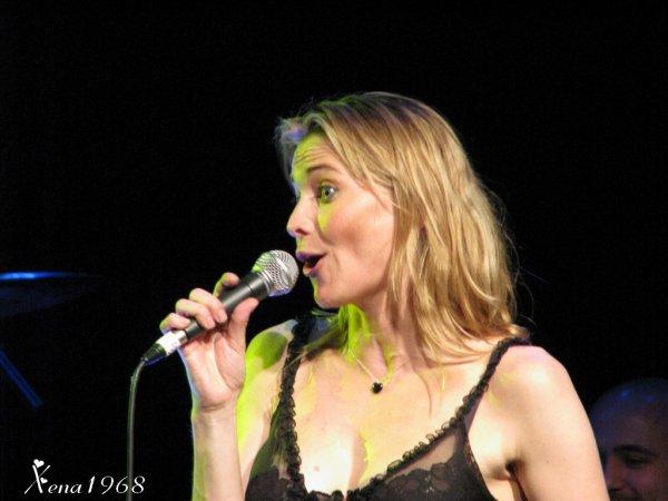 LUCY  LAWLESS  CONCERT - CARLINGTON  ACADEMY , LONDON  2008