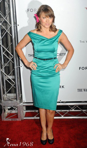 LUCY LAWLESS À L'AVANT-PREMIÈRE DE W.E. À NEW YORK, LE 23 JANVIER 2012.