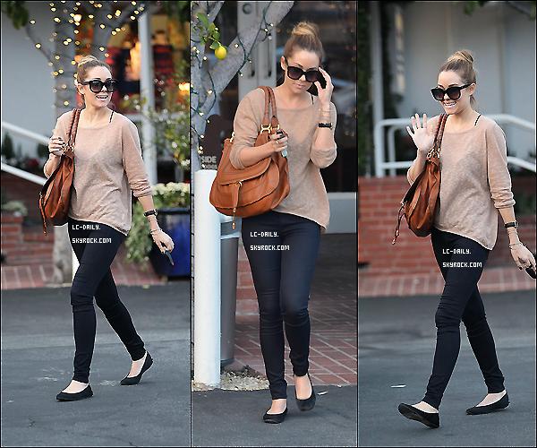 . 27 Février 2012 : Le 24 février, miss Conrad a été aperçu quittan le Mauro's Cafe à Los Angeles.  .