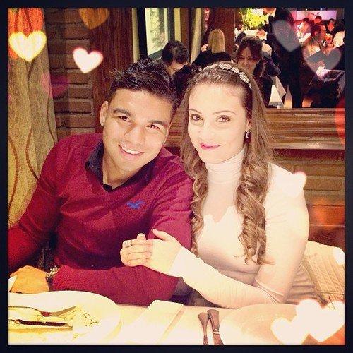 Casemiro & Anna Ortega