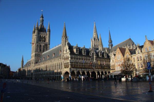 Cérémonies du 11 novembre : Ypres : Porte de Menin  - 1 -