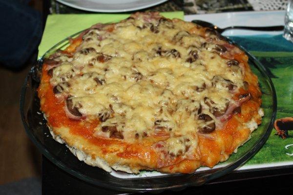 PIZZA REGINA (Jambon, champignons, fromage)