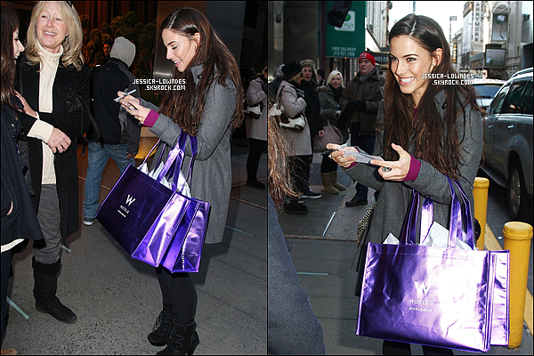 ". 22/02/2011 : Jessica a été vu faisant du shopping à Times Square, dans le magasin ""W The Store""  à « New York » . ."