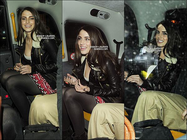 """. 13/04/11 : Jessica sortant du """" C London Restaurant """" durant son passage pour visiter Londres . Jessica , est comme toujours magnifique un top , j'aime beaucoup sa tenue . Elle est surement à Londres , pour ses vacances . ."""