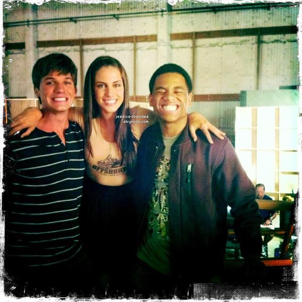 . 30 Août : Jess' a été vu au tournage de la serie 90210 , dans la peau d'Adrianna Tate-Duncan .+ Matt Lanter a posté une photo de lui , Jessica et Tristan Wilds sur le tournage de la saison 4 de 90210 ... .