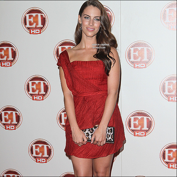 ". 18 Septembre : Jess' était à la soirée ""Entertainment Tonight 15th Annual Emmy Party"". . 16 Septembre : Miss Jessica était à ""Entertainment Weekly, Pre-Emmy Party"". Un Top pour la tenue , j'aime beaucoup sa coiffure , la miss Lowndes est plus que magnifique dans cette tenue ! . 15 Septembre : Jessica était à l'événement ""LA Confidential Magazine Pre Emmy Party"". ."