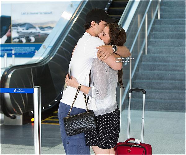 . 23/05/12 : Jessica a été vue avec son nouveau boyfriend et son bébé (sac Channel) à l'aeroport LAX..