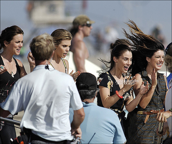 . 08/08/12 : Jessica a été vue tournant la suite de la saison 5 de 90210 avec le reste du cast à Venice Beach. .