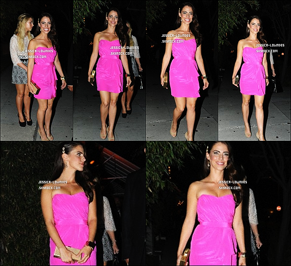 """. 22/09/12 : Miss Lowndes était au """"BAFTA LA TV Tea"""" 2012 presenter par la BBC Américaine ! Un peu plus tard dans la soirée, la belle Jessica Lowndes a été vue quittant un évent different avec une différente robe qui est rose. ."""