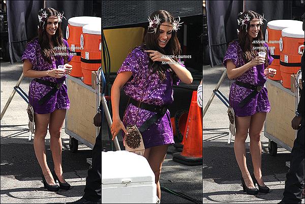 . 12/10/2012 : Jessica a été aperçue, en train de se préparer pour faire un photoshoot de la série « 90210 ». .