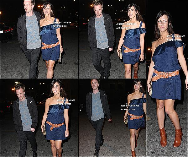 """19/03/09 : Jessica a été vue avec son ex-boyfriend Aaron Paul sortant du club """"Bardot"""" à L.A (CA)."""
