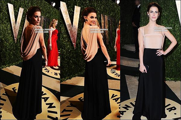 """24 février 2013 : Jessica était prèsente à la fête """"Vanity Fair"""", organisé par les Oscars, puis a foulé le tapis blanc du Elton John's foundation, toujours dans la même cérémonie."""